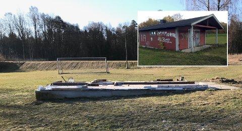 BORTE: Det gamle garderobebygget ved Kaldnesbanen er fjernet.