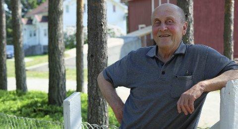 Gunnar Raudsandmoen: Bor sammen med en håndfull naboer på plassen Raudsandmoen, på nordsiden av Vegår. Området rundt er blitt et populært hytteområde, så store deler av året er de langt flere. Foto: Siri Fossing