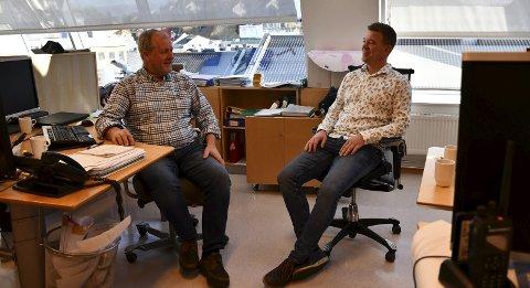 Engasjerte lokalpolitikere og gode kolleger: De to ordførerkandidatene i 5.etasje i Arendal Kulturhus har mye glede av hverandre.