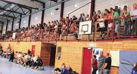 To kamper denne uka: De to håndballkampene i Lyngmyrhallen denne uka - jenter 15 i kveld og Jenter 12 lørdag, vil bli gjennomført slik de er satt opp, men Håndballklubben innfører restiksjoner for publikum og spillere. Arkivfoto