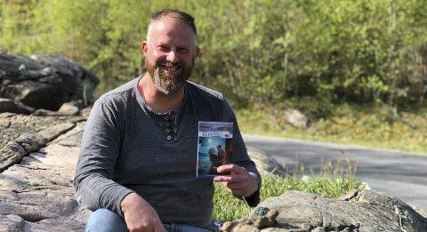 Arnevik: Øystein Antonsen bor og jobber hjemme i Arnevik. Han bor sammen med kona og sønnen på 15. En datter på 20 har flyttet til Bergen. Foto: Siri Fossing