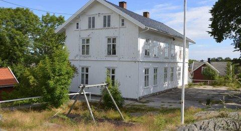 Salget av Lyngør skole skapte splid, både innad i Lyngør vel og mellom velforeningen og kommunen. Men nå ser det ut som alle er fornøyde.