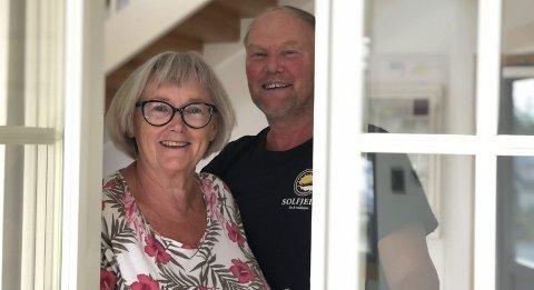 Vinduer: Ellen Futtrup og Asbjørn Solfjeld har spisset produktlinjen, og selger nå vinduer og dører. Foto: Siri Fossing