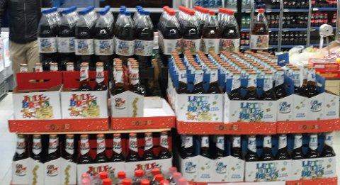 JUL I BUTIKKEN: Julebrusen har forlengst funnet veien ut i dagligvarebutikkene.
