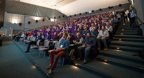 Hovshall var fullsatt med 330 deltagere fra 10 land, men noen var litt til og fra