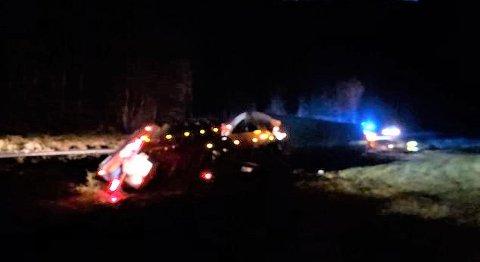 En trailer med deler til vindturbinene på Buheii veltet på vei opp mot Buheii, ved Netland litt over midnatt.