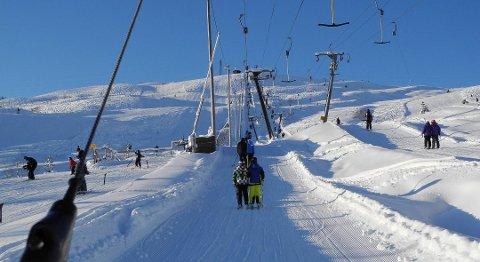 På programmet for vinterferien står buss til Eikedalen skisenter.
