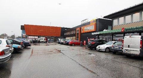 Gulating lagmannsrett slår fast at Norgesgruppen Vest ikkje må betale full senter- og marknadsføringsavgift i leigeavtalen for Meny-bygget. For Knarvik Senterforening er det eit stort nederlag.