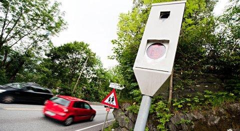 Fotoboksen på Hylkje delte ut bøter for 900.000 kroner i 2019. I 2020 var talet ein million kroner høgare.