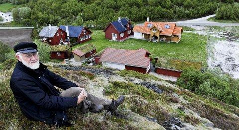 Kunstnerhjem: Karl Erik Harr har allerede etablert sitt kunstnerhjem i Vikan på Kjerringøy, med to atelierer og en liten foredragssal. Nå vil han bygget et museum ved Zahlfjøsen. Foto: Hans Trygve Holm