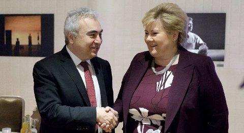 Fatih Birol, leder i Det internasjonale energibyrået (IEA), møtte statsminister Erna Solberg (H) før Statoils høstkonferanse i Oslo mandag. FOTO: OLE GUNNAR ONSØIEN, NTB SCANPIX
