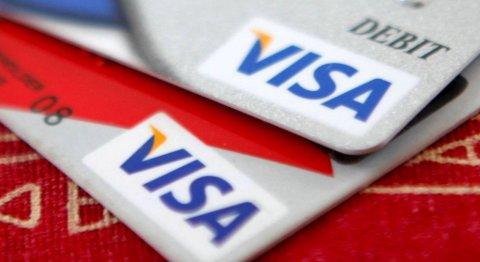 Nå lover bankene deg pengene tilbake også når du betaler med Visa debetkort. FOTO: JASON REED, NTB SCANPIX