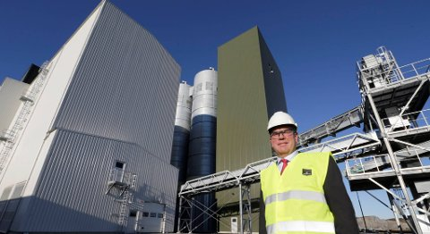 Styreleder Ole-Eirik Lerøy i Marine Harvest under åpningen av selskapets første fiskefôrfabrikk i Bjugn i 2014. Nå vil selskapet bygge en til i Skottland. FOTO: VIDAR RUUD, NTB SCANPIX