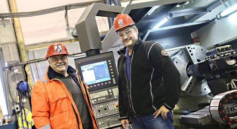 Daglig leder Stein Arne Schnell og avdelingsleder Roar Gils i Oss-nor er fornøyd med forlengelse av kontrakten med Statoil.