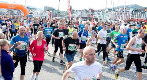 Bergen City Marathon har allerede slått deltakerrekorden med 8 500 påmeldte. Lørdag går startskuddet for det erfarne langdistanseløpere kaller en hard maratonløype. – Løp heller halvmaraton, hvis du ikke føler deg klar, mener Kirsten Marathon Melkevik.