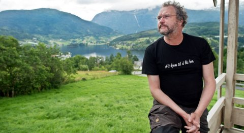 Fylkesmann Lars Sponheim i Hordaland har ledet utvalget som har sett på tilskuddsordningene i landbruket. Her er Sponheim fotografert på hjemmegården i Ulvik for noen år siden. FOTO: EIRIK HAGESÆTER