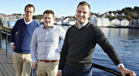 Jonas Holm (fra venstre), Eskild Leikanger og Frank Berget er tre av gründerne av Maritime House. Fjerdemann, Yngve Nordhaug, var ikke med da bildet ble tatt.
