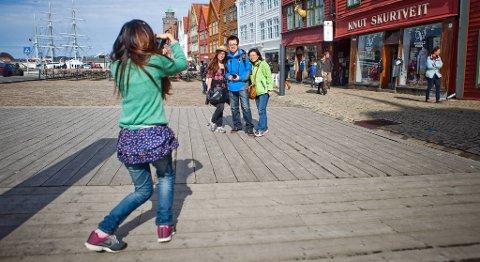 Stadig flere kinesiske turister finner veien til Bergen. I fjor besøkte rundt 30.000 kinesere byen. ARKIVFOTO: EMIL WEATHERHEAD BREISTEIN