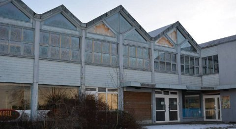 Det tomme og nyleg selde Husnes Hotell er eitt av alternative Kvinnherad kommune vurderer som ny kontrostad for sine tilsette.