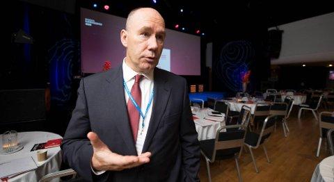 Professor Tor W. Andreassen ved NHH leder Senter for tjenesteinnovasjon (CSI). Han tror teknologiutvikling vil ta arbeidsplassen fra mange i en overgangsfase. FOTO: RUNE JOHANSEN