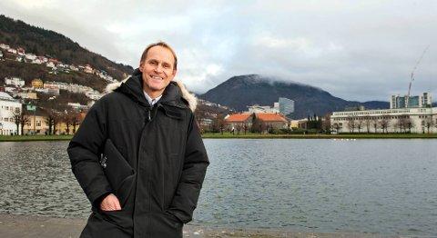 Daglig leder i Fjord Tours, Steinar Aase, jubler over den lave kronekursen. FOTO: EIRIK HAGESÆTER