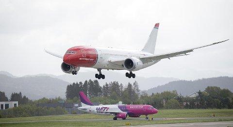 Nye innflygingsprosedyrer skal spare miljøet rundt Flesland for både støyplager og klimautslipp. Fra neste år skal såkalt satellittbasert innflyging testet ut ved flyplassen i Bergen. ARKIVFOTO: MAGNE TURØY