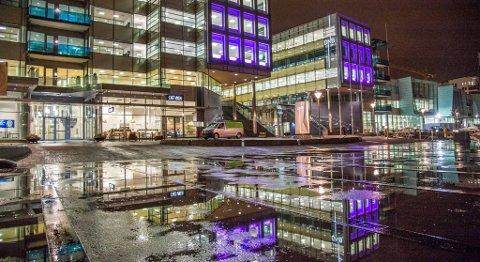 DNB skal kutta kraftig i antall ansatte og filialer. Også Sparebanken Vest kutter på grunn av nedgang i antall kunder som oppsøker bankfilialene. FOTO: EIRIK HAGESÆTER