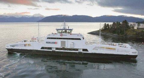 MF Ampere, som trafikerer Oppedal - Lavik var verdens første batteridrevne ferge da den ble satt i drift. I 2030 vil dette være regelen på norske riksveifergesamband. FOTO: NORLED
