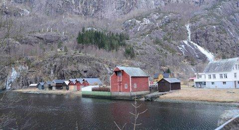 Bygda Fjæra like utenfor Odda kommune, innerst i Åkrafjorden, har ikke mange innbyggere, men får snart 15 nye arbeidsplasser. FOTO: KRISTIN EIDE, HARDANGER FOLKEBLAD