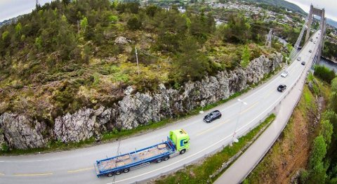 Striden om bompengepakken i Nordhordland er ennå ikke over. Nå vil to aksjonsgrupper klage bompengeforslaget fra Hordaland fylkeskommune inn for ESA. FOTO: NORDHRODLAND