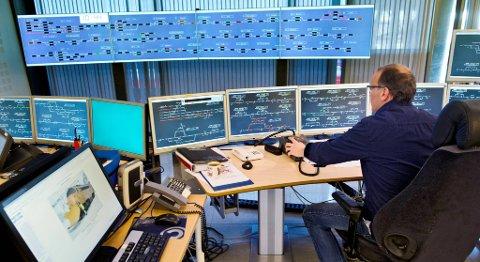 Togledersentralen i Bergen er en av tre Jernbaneverket vil beholde. På bildet blir påsketrafikken styrt for noen år siden. FOTO: EIRIK HAGESÆTER