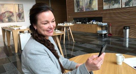 – Instagram har gitt meg mulighet til å drive med det jeg liker best, sier Bente-Helen Schei, bedre kjent som Flettemamma. FOTO: SVEIN TORE HAVRE
