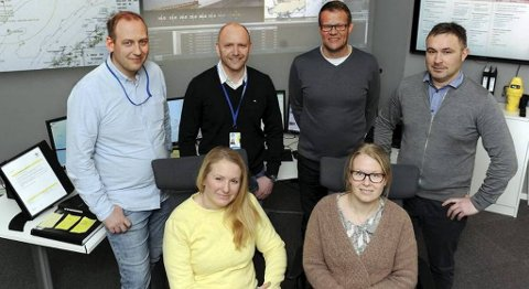 Cecilia Lillthors (foran fra venstre), Hege Kristin Sjåvik Hovde, Rune André Smenes (bak fra venstre), Terje Rødahl, Roald Brattøy og Steinar Henriksen har grunn til å være fornøyd etter ha dratt i land enda en kontrakt i Nordsjøen.
