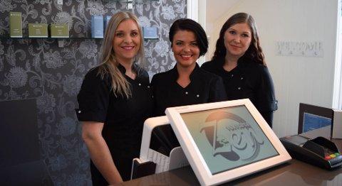 Fra Venstre: Elin Feste, Tine Elise Struck og Linn Christiansen er svært godt fornøyd med de første ukene i den nye velværesalongen i Isdalstø. FOTO: SVEIN TORE HAVRE