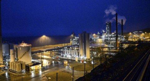 Statoil sin metanolfabrikk på Tjeldbergodden i Møre og Romsdal satte produksjonsrekord i 2015. Anlegget forsyner Europa med 10 prosent av metanolbehovet. FOTO: ALEXANDER LEHMANN