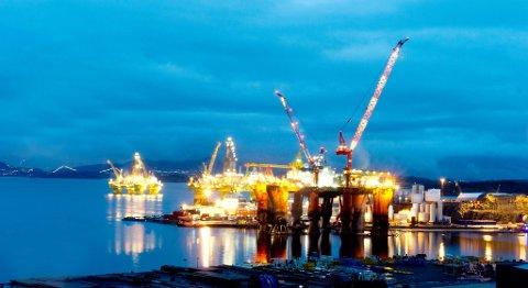 Den økende ledigheten skyldes i stor grad en dobbel oljenedtur i Norge – kombinasjonen av et varslet fall i investeringene på norsk sokkel og et fall i oljeprisen på omkring 65 prosent siden sommeren 2014. Bildet viser oljeriggere ved CCB. FOTO: MAGNE TURØY