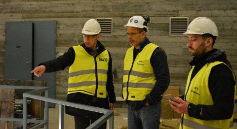 Sist veke var ordførar Peder Sjo Slettebø og rådmann Odd Ivar Øvregård saman med Arne Helleand på synfaring i Blåfalli 1, for å sondera om det er mogleg å etablera eit datasenter her.