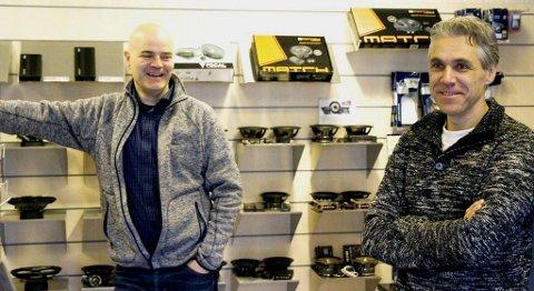 Butikksjef Rune Buanes (t.v.) og dagleg leiar Bjørn Olav Erdal i sjølve butikken. FOTO: IVAR BRUVIK SÆTRE