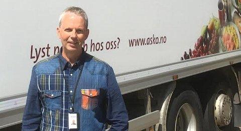 Transportsjef i Asko Vest, Eirik Berge Larsen er glad for at sjåføren deres kom uskadet fra raset.