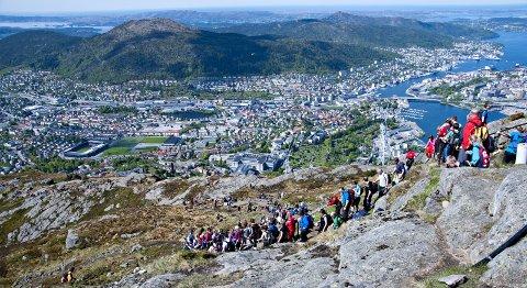 Ruten i perioden 1948-1981 var slik: Ulriken – Fløyen – Sandviksfjellet – Askefjellet på Askøy – Lyderhorn – Damsgårdsfjellet – Løvstakken. Siden 1981 har ruten vært slik: Lyderhorn – Damsgårdsfjellet – Løvstakken – Ulriken – Fløyen – Rundemanen – Sandviksfjellet. 1948 var antall vandrere 206, de siste årene har det.