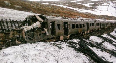 Alle de 250 passasjerene kom uskadet fra den dramatiske togbrannen på Hallingskeid i juni 2011.