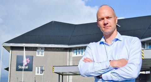 Administrerande direktør ved Equinor Refining Norway, Rasmus Wille, seier at raffineriet på Mongstad investerer for å prosessere ein liten del av olja som frå slutten av 2019 vil komme frå det gigantiske Johan Sverdrup-feltet. FOTO: SVEIN TORE HAVRE