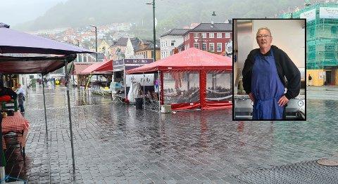 Inne i det røde teltet satt Harald Strømsnes for å gjøre som han pleier for å åpne matboden. Like utenfor stakk noen av med selskapets bil.