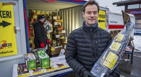 Billig og bra: Ole Christian Stubberud synes det er greit å bruke rundt 500 kroner på fyrverkeri.