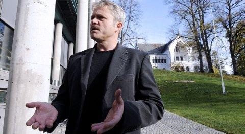 OPPRØRT: Bjørnar Laabak (Frp) mener flertallet gang på gang velger å se bort fra kritiske spørsmål til saker som skal vedtas. Som ansvarlig politiker kan jeg ikke sitte og vedta store investeringer på feilaktig grunnlag, sier han.