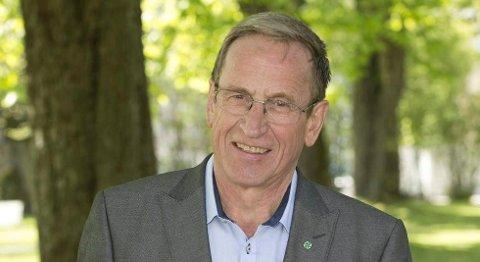 HAR FLERTALL: Hans Ek (Sp) opplyser at han har politikerflertallet bak seg for å refundere bøtene.