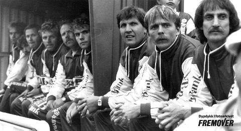 Mjølners benk:  De tre til høyre på bildet er Tor Grenersen, Elling Berntsen og Bjørn Nytræ.