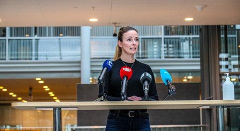 MÅTTE KORRIGERE: Kommuneoverlege Kathrine Kristoffersen måtte korrigere smittetallet etter pressekonferansen. Foto: Torgrim Rath Olsen