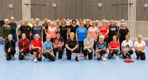 Rekordmange deltakere på Frisklivssentralens trening for gjesdalbuer over 60 år i Ålgårdhallen fredag formiddag.