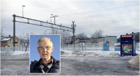 VIL HA SKYSS: Ragnar Rognhaug, Pensjonistpartiets lokalpolitiker i Sør -Odal og tidligere leder av Glåmdal pendlerforening, vil ikke lenger trekke seg fra politikken. Nå ser han på løsninger i stasjonssaken.